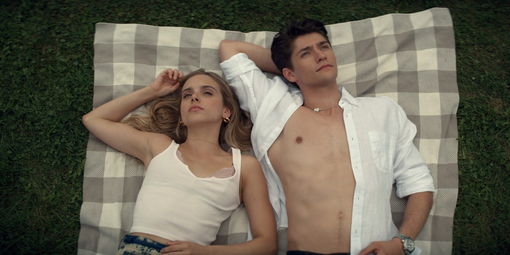 """Tiny Pretty Things Season 1 Review: """"Show Must Go On"""""""