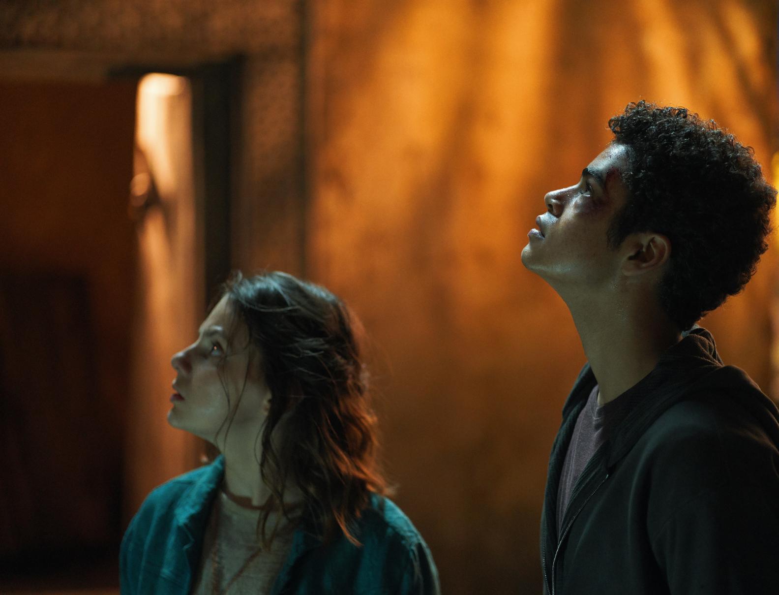 His Dark Materials - Will and Lyra look up