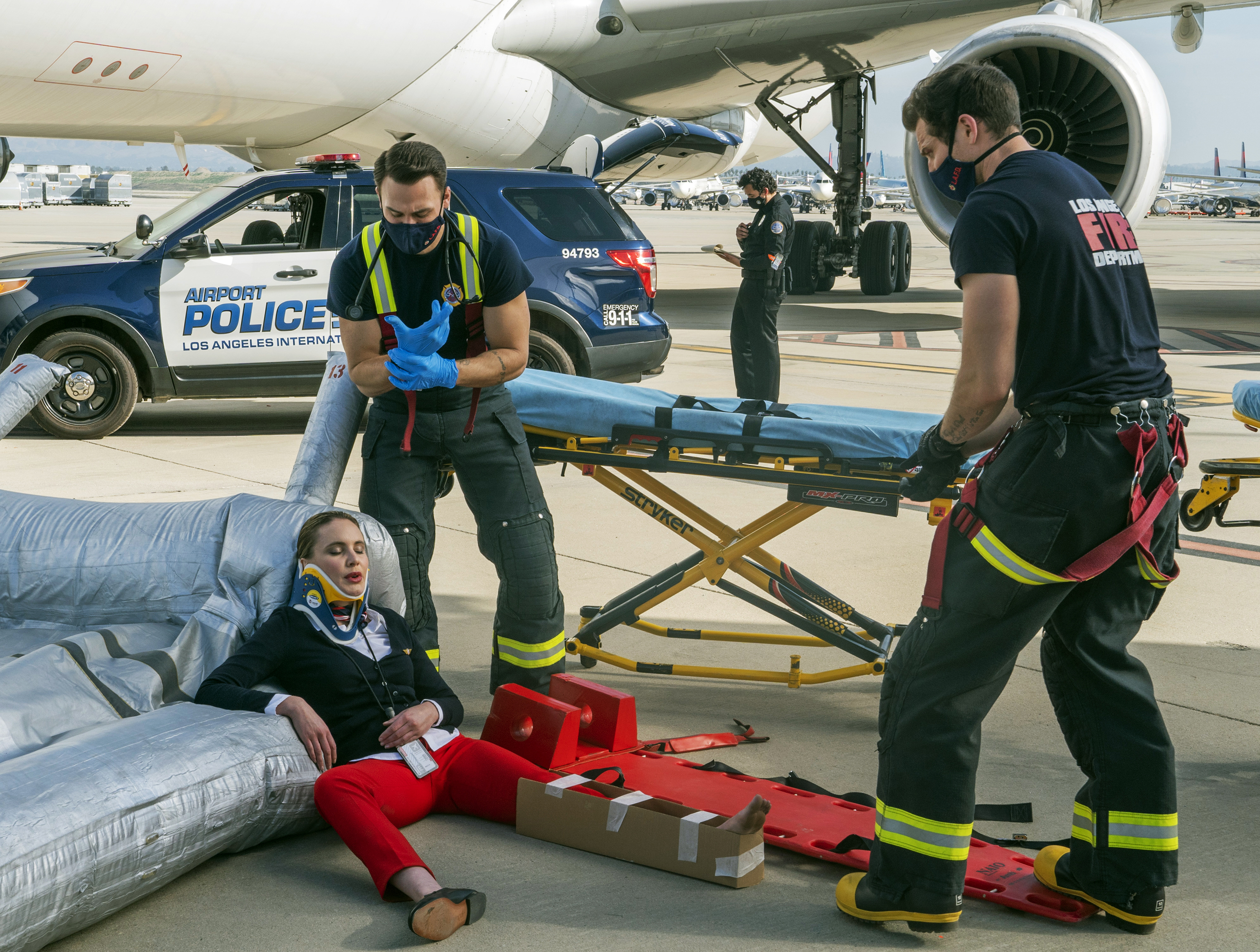 """Guest star Leah Pipes, Ryan Guzman and Oliver Stark in the """"Breaking Point"""" episode of 9-1-1"""