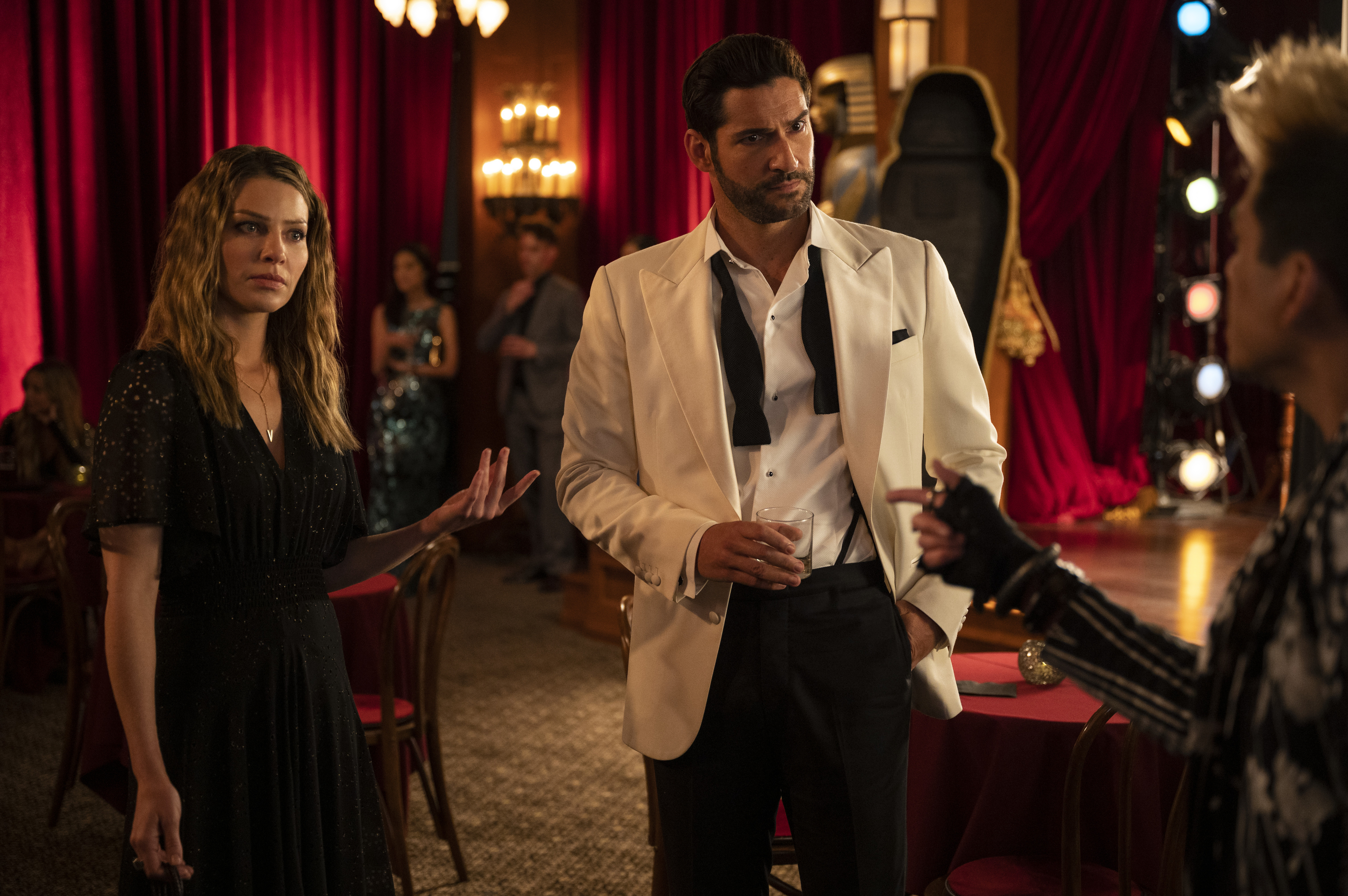 Lucifer 6x01 Review: Nothing Ever Changes Around Here