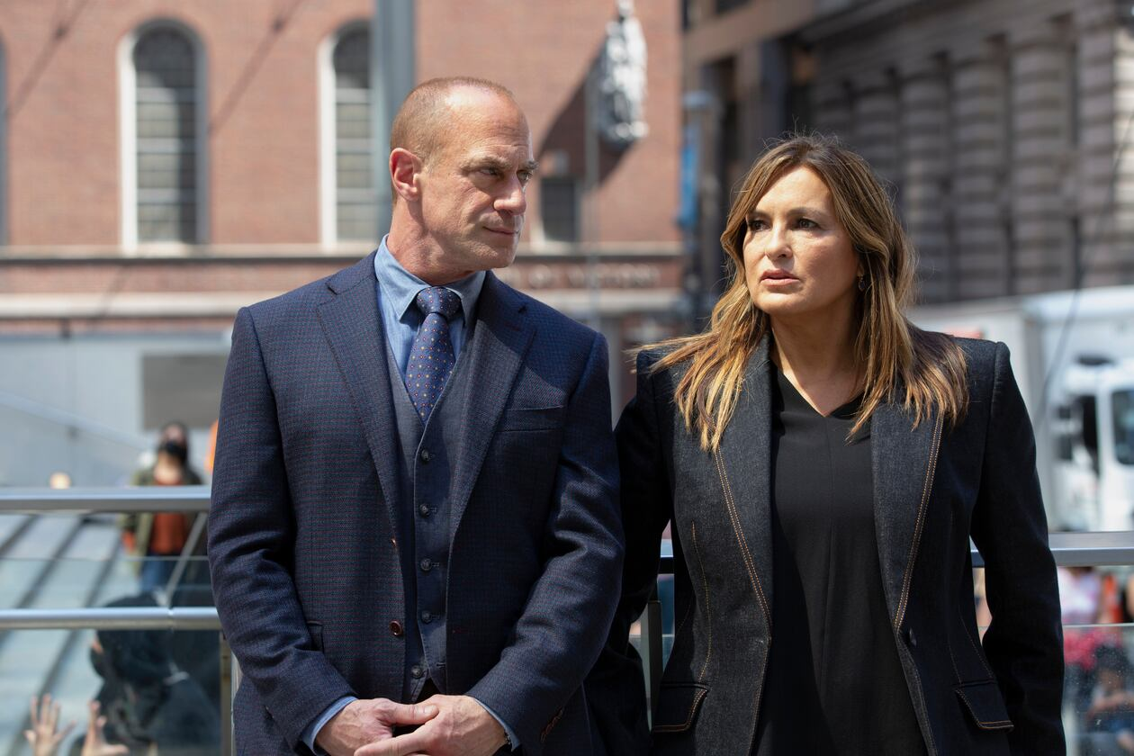 """LAW & ORDER: ORGANIZED CRIME -- """"Forget It, Jake; It's Chinatown"""" Episode 108 -- Pictured: (l-r) Christopher Meloni as Detective Elliot Stabler, Mariska Hargitay as Captain Olivia Benson -- (Photo by: Eric Liebowitz/NBC)"""