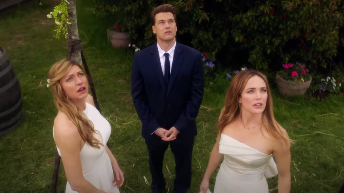Twitter is In Love with the Avalance Wedding from 'Legends of Tomorrow'
