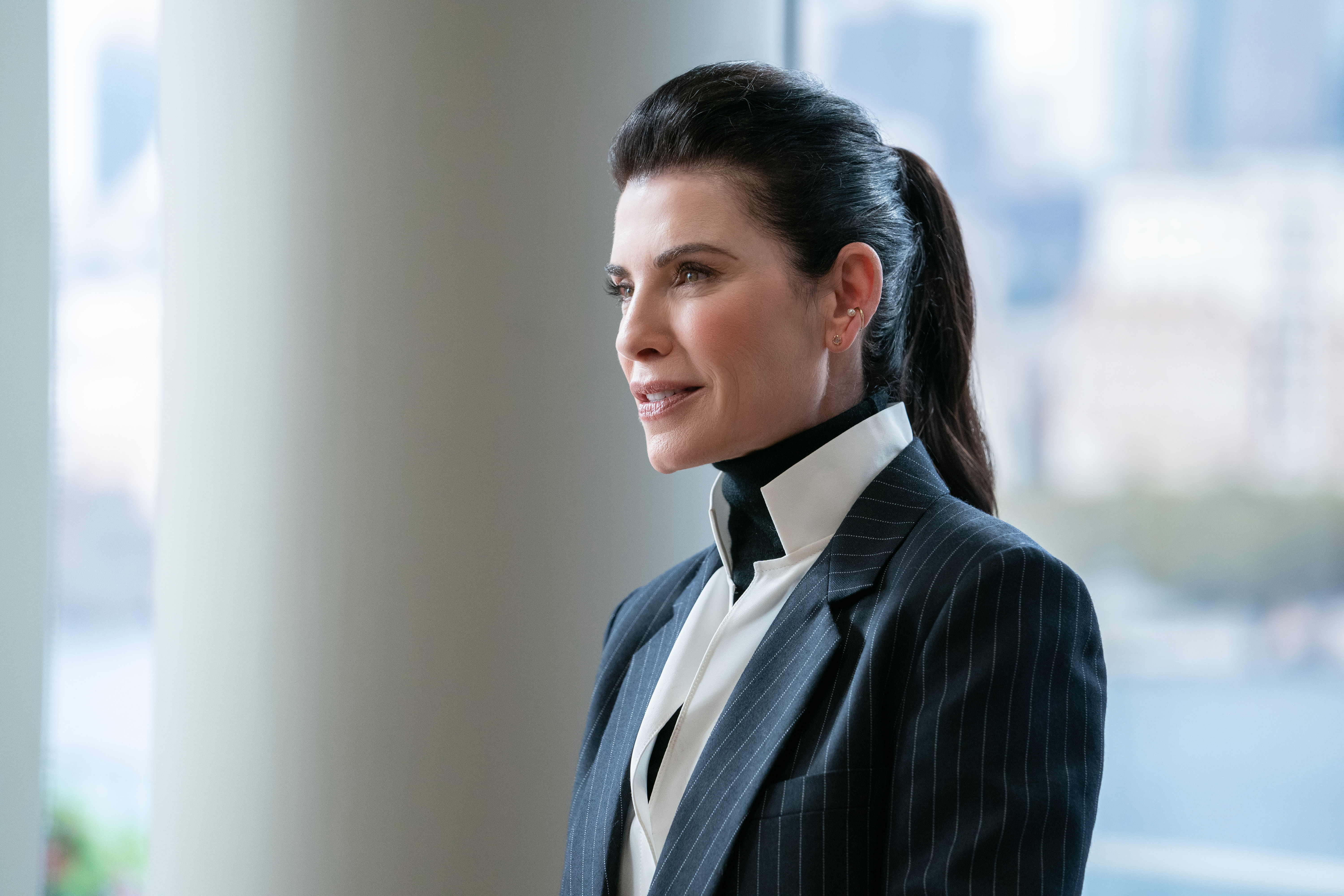 Julianna Margulies in The Morning Show 2x03